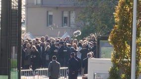 Apriete caminar cerca de Emmanuel Macron French Presidente durante visita oficial en Estrasburgo, Francia