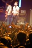 Apriete en el concierto de los jefes de Kaiser (banda de rock británica famosa del indie) en los clubs del Razzmatazz Foto de archivo libre de regalías