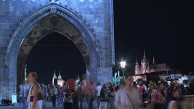 Apriete en el viejo lapso de tiempo de la torre del puente de la ciudad, Praga almacen de video