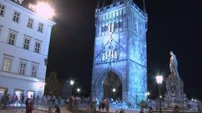 Apriete en el viejo lapso de tiempo de la torre del puente de la ciudad, Praga almacen de metraje de vídeo