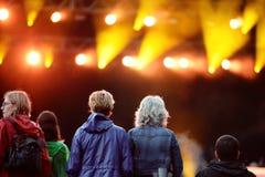 Apriete (fans) mirando un concierto en el festival 2014 del sonido de Heineken Primavera Fotografía de archivo libre de regalías