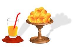 Aprikors vas och fruktsaft i exponeringsglaset Royaltyfri Fotografi