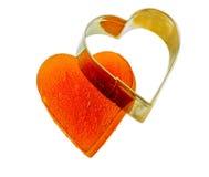 Aprikos för gelé för kanderad frukt i form av hjärta på isolerad bakgrund med järnformen Arkivbilder