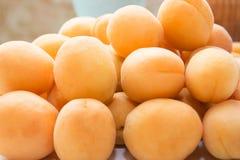 aprikosar ny fruktgrupp Arkivfoton