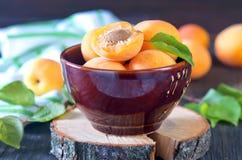 Aprikose in der Schüssel Stockbilder