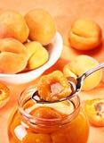 Aprikose im Löffel Stockfotos