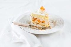 Aprikosen-Sahne-Kuchen Stockfoto