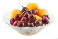 Aprikosen und Kirschen Stockbilder