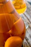 Aprikosenlikörflasche und -glas Lizenzfreies Stockbild