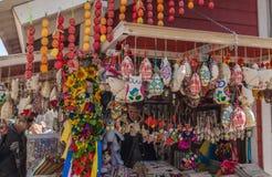 КИЕВ, УКРАИНА - APRIL11: Сувенирный магазин на фестивале пасхи Стоковые Фото