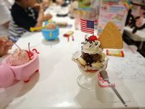 8 April 2019, Bangkok-Thailand, Swensen Trat central Ladprao glass royaltyfria bilder