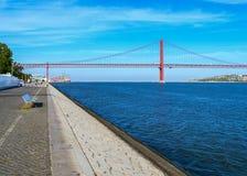 April Brücke Stockfotos