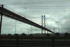 25 April-brug van Lissabon Stock Afbeeldingen