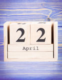 22 april Datum van 22 April op houten kubuskalender Royalty-vrije Stock Afbeelding