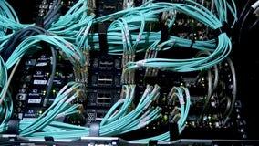 19 april, 2018: De LEIDENE havenstatus is knipoogje Netwerk gigabit schakelaar voor hoge snelheidsnetwerk in de ruimte van het ge stock footage