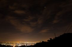 14 april, 2014 (4/14/2014) - de Totale Maanverduistering van de Bloedmaan over Los Angeles Van de binnenstad, Californië Stock Fotografie