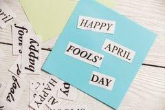 April Fools Day druckte Phrase auf hölzernem Hintergrund Stockbilder