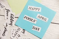 April Fools Day ha stampato la frase su fondo di legno Immagini Stock
