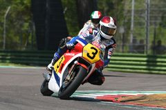 21 April 2018: Freddie Spencer på Honda NSR 500 under den motoriska legendfestivalen 2018 på Imola Circuit Arkivbild