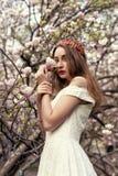 April-gang in het groene park Royalty-vrije Stock Foto's