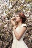 April-gang in het groene park Stock Fotografie