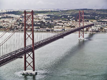 25. April Lissabon-Brücke Stockbilder