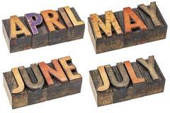 April, Mei, Juni en Juli in letterzetsel houten type royalty-vrije stock foto's