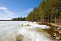 April op de kust van het Meer van Ladoga De winter Royalty-vrije Stock Fotografie