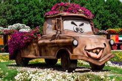 April 2015 Parkgasse mit vielen Blumen dubai Lizenzfreies Stockfoto