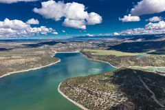 27. April 2017 RIDGWAY COLORADO - Antenne des Ridgway-Nationalparks und des Reservoirs, Ridgway Colorado Reservoir, Kreta Lizenzfreies Stockfoto