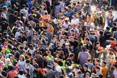 15. April 2017 Thailand, Bangkok: bunte Menge auf dem Songkran-Festival, Stockfotografie