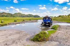 April 15 2018 turist som går till Mt Pinatubo spårning Royaltyfria Bilder