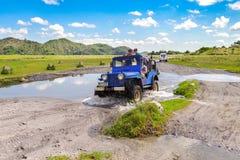 April 15 2018 turist som går till Mt Pinatubo spårning Royaltyfri Bild