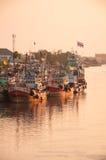 11,2016 APRIL - vissersvaartuigen in Mahachai-estuarium die vill vissen Royalty-vrije Stock Afbeelding