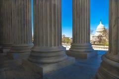 8 APRIL, 2018 - WASHINGTON D C - Kolommen van de mening van Hooggerechtshofaanbiedingen van de V.S. Rechtszaal, capitol stock foto's