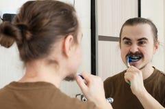 April-Witz durch die Färbung der Zahnbürste Lizenzfreie Stockfotografie