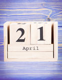 21 aprile Data del 21 aprile sul calendario di legno del cubo Fotografia Stock Libera da Diritti