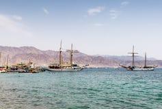 5 APRILE EILAT, ISRAELE: spiaggia di Eilat - località di soggiorno e recrea famosi Immagine Stock