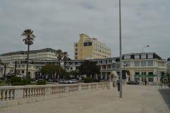 15 aprile 2014 Estoril, Cascais, Sintra, Lisbona, Portogallo Costruzioni pittoresche e lussuose nella prossimità del grande fotografia stock