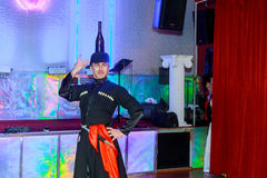 1° aprile 2017 NewYork NY U.S.A.: I ballerini georgiani che ballano un ballo di folclore mostrano in scena Immagine Stock Libera da Diritti