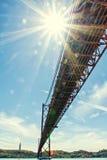 25 aprile ponte e Cristo il re Statue Immagini Stock Libere da Diritti