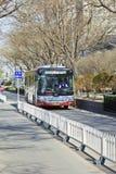 Aproaching公共汽车在北京,中国的市中心 免版税库存照片