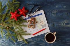 Apronte ao Natal de vinda Calendário com data marcada do christma imagens de stock royalty free