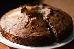 Apronte o bolo na cozinha Imagens de Stock Royalty Free