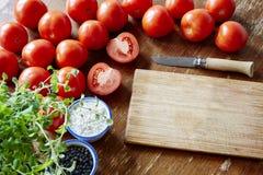 Apronte para cozinhar o molho de tomate fotografia de stock royalty free