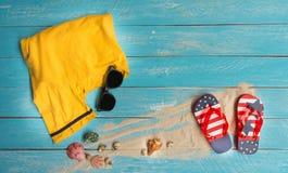 Apronte para a praia e a textura de madeira azul fotografia de stock