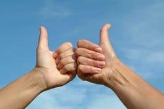 APROVAÇÃO positiva do gesto de mãos Fotografia de Stock Royalty Free
