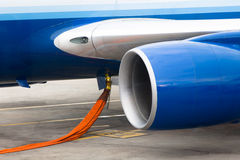 Aprovisionar de combustible el motor de jet Foto de archivo libre de regalías