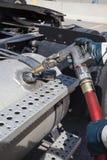 Aprovisionar de combustible guantes de una seguridad del camión que llevan fotos de archivo libres de regalías