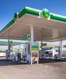 Aprovisionar de combustible la estación en Suráfrica foto de archivo